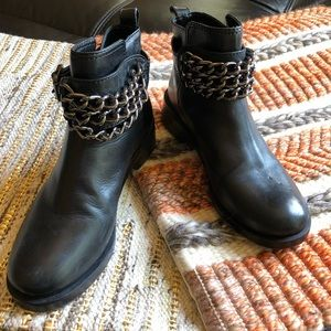 Tory Burch moto chain black boots 6M